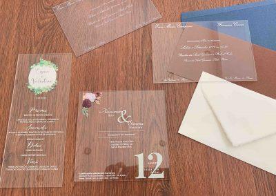 Partecipazione di Matrimonio stampate su Plexiglass. Stampa sia orizzontale che verticale. Dimensioni 11x17 cm. Buste abbinabili in tutte le colorazioni 12x18 cm con bordo interno pre-collato.