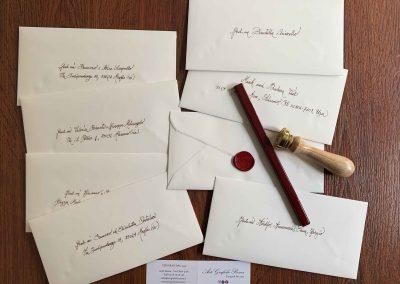 Buste 11x23 cm scritte a mano dalla nostra Calligrafa e ceralacca rossa.